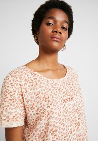 Roxy - BETWEEN - T-shirt med print - ivory/cream/peony stamp - 3