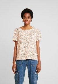 Roxy - BETWEEN - T-shirt med print - ivory/cream/peony stamp - 0
