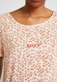 Roxy - BETWEEN - T-shirt med print - ivory/cream/peony stamp - 5