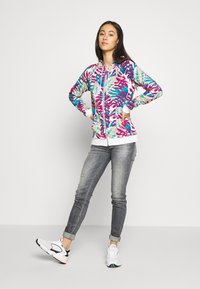 Roxy - GOING RIGHT - Zip-up hoodie - snow white paradise - 1