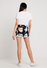 Roxy - TRIPPIN - Shorts - anthracite tropical love - 2