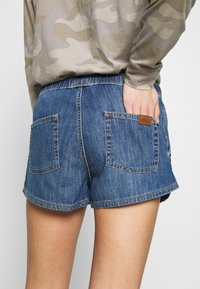 Roxy - GO TO THE BEACH - Denim shorts - medium blue - 3