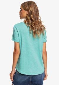 Roxy - ROXY™ OCEANHOLIC - T-SHIRT FÜR FRAUEN ERJZT04794 - Basic T-shirt - canton - 2