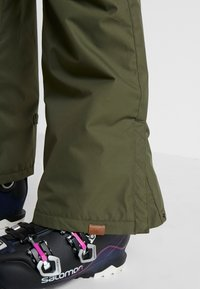 Roxy - NADIA  - Snow pants - ivy green - 5