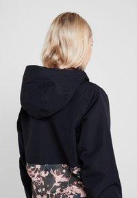 Roxy - SHELTER  - Snowboardová bunda - true black poppy - 3
