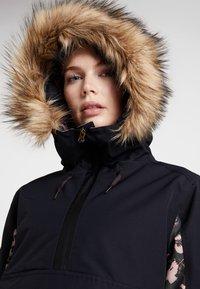 Roxy - SHELTER  - Snowboardová bunda - true black poppy - 4