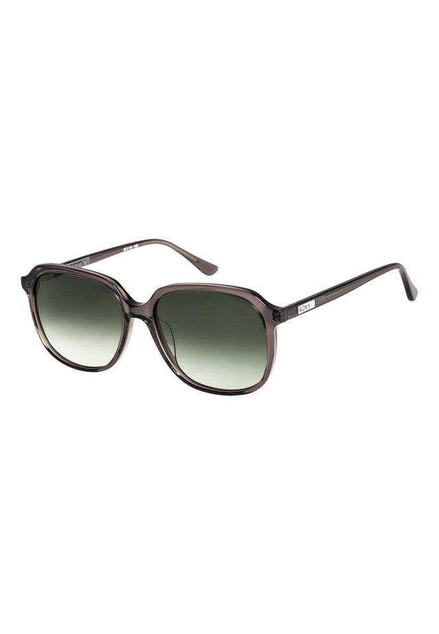 HELENAE - Zonnebril - shiny cryst smk grey/gr green