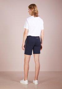 Ron Dorff - EYELET EDITION - Shorts - navy - 2