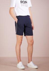 Ron Dorff - EYELET EDITION - Shorts - navy - 0