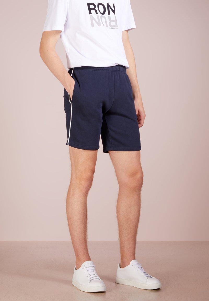 Ron Dorff - EYELET EDITION - Shorts - navy