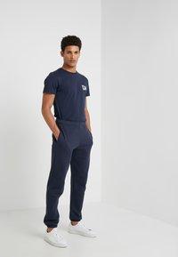 Ron Dorff - DAD SMALL - T-shirt med print - navy - 1
