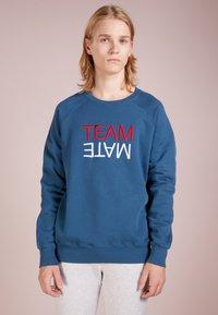 Ron Dorff - TEAM MATE RAISED EMBROIDERY - Sweatshirt - baltic blue - 0