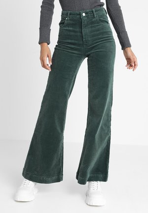 EASTCOAST FLARE - Spodnie materiałowe - ivy