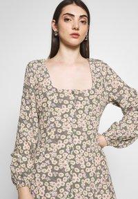 Rolla's - RUBY LITTLE DAISIES DRESS - Skjortklänning - olive - 3