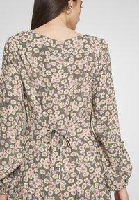 Rolla's - RUBY LITTLE DAISIES DRESS - Skjortklänning - olive - 5