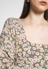 Rolla's - RUBY LITTLE DAISIES DRESS - Skjortklänning - olive - 6