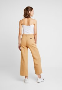 Rolla's - OLD MATE PANT - Straight leg jeans - gold - 2