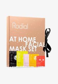 Rodial - AT HOME FACIAL SET - Skincare set - - - 0