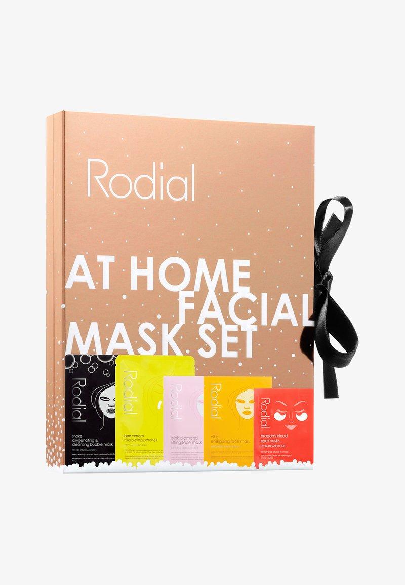 Rodial - AT HOME FACIAL SET - Skincare set - -