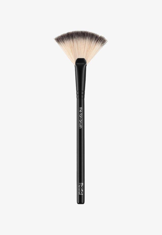 THE FAN BRUSH - Makeup brush - neutral