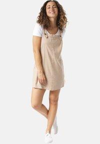 Rusty - Korte jurk - beige - 0