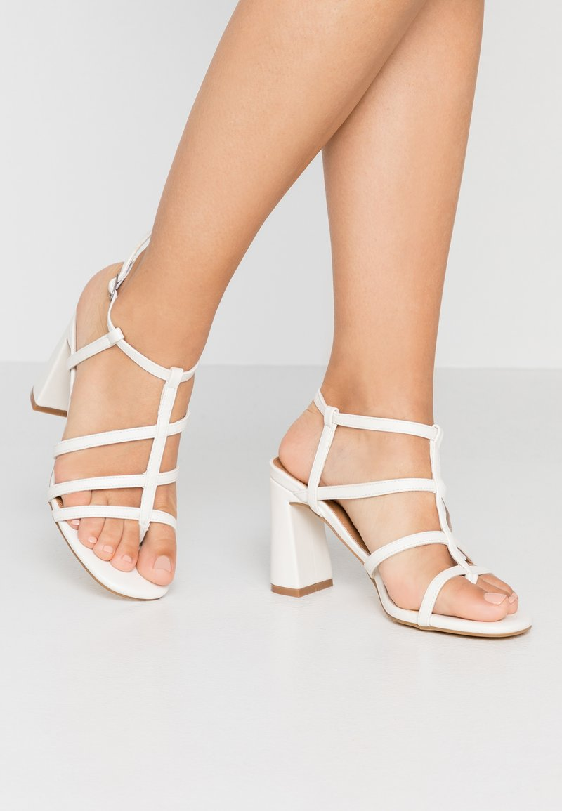 Rubi Shoes by Cotton On - FARRAH STRAPPY TOE POST  - Sandalias de tacón - offwhite smooth