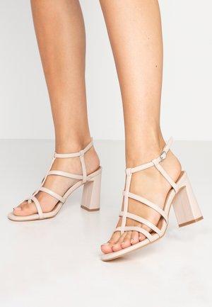 FARRAH STRAPPY TOE POST  - Højhælede sandaletter / Højhælede sandaler - nude