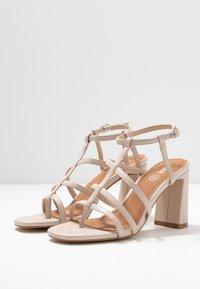 Rubi Shoes by Cotton On - FARRAH STRAPPY TOE POST  - Sandales à talons hauts - nude - 4
