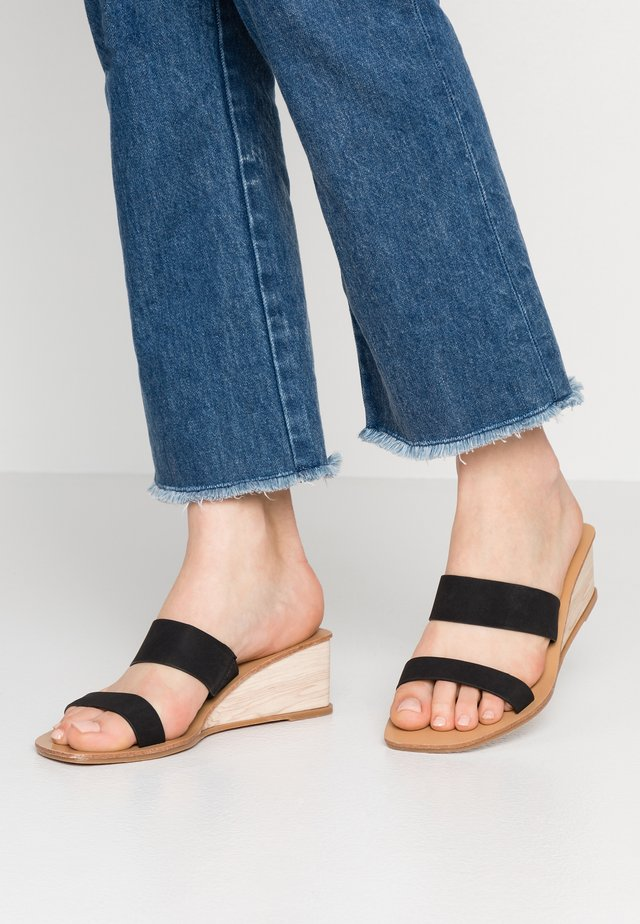 EMILIA DOUBLE STRAP LOW WEDGE - Sandaler - black smooth