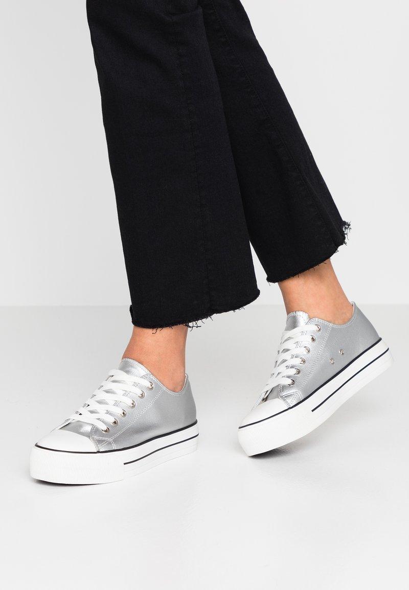 Rubi Shoes by Cotton On - PLATFORM JODI - Tenisky - soft silver