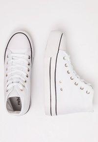 Rubi Shoes by Cotton On - PLATFORM JEMMA TOP - Høye joggesko - white - 3