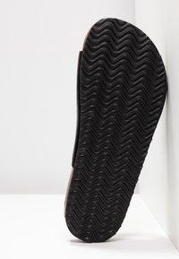 Rubi Shoes by Cotton On - REX DOUBLE BUCKLE SLIDE - Hjemmesko - black - 6