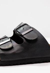 Rubi Shoes by Cotton On - REX DOUBLE BUCKLE SLIDE - Hjemmesko - black - 2