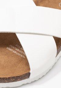 Rubi Shoes by Cotton On - REX OVER SLIDE - Domácí obuv - white - 2