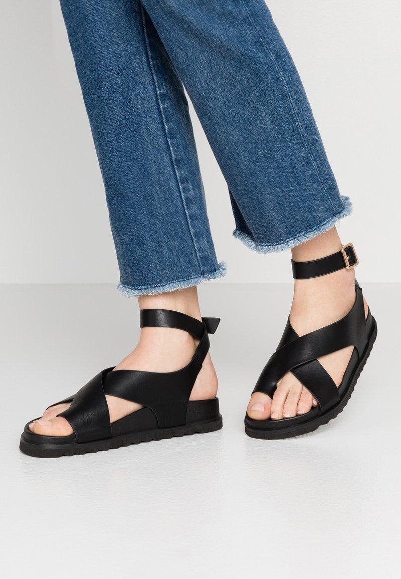 Rubi Shoes by Cotton On - IVY TOE LOOP CHUNKY  - Sandalias de dedo - black