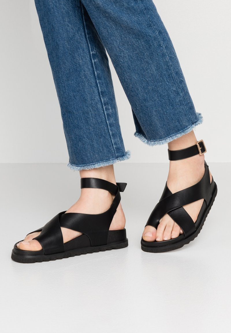 Rubi Shoes by Cotton On - IVY TOE LOOP CHUNKY  - Sandaler m/ tåsplit - black