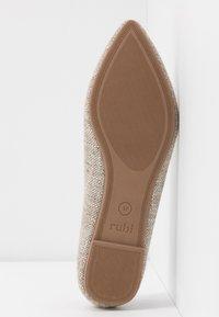 Rubi Shoes by Cotton On - VALERIE TOPLINE POINT - Baleríny - taupe - 6
