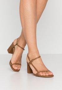 Rubi Shoes by Cotton On - HANNAH THIN STRAP HEEL - Sandaler - tan - 0