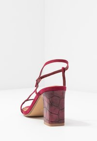 Rubi Shoes by Cotton On - HANNAH THIN STRAP HEEL - Sandály - cabernet - 5