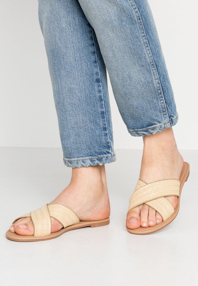 Rubi Shoes by Cotton On - EVERYDAY SCARLETT  SLIDE - Sandaler - natural