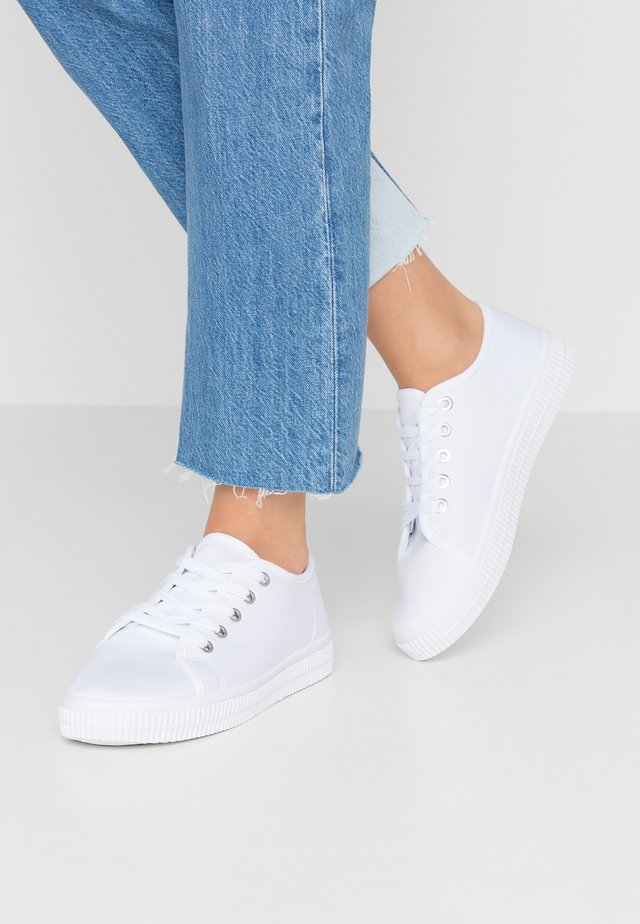 CHELSEA CREEPER PLIMSOLL - Joggesko - white