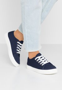 Rubi Shoes by Cotton On - CHELSEA CREEPER PLIMSOLL - Tenisky - navy - 0