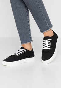 Rubi Shoes by Cotton On - CHELSEA CREEPER PLIMSOLL - Sneakers basse - black - 0