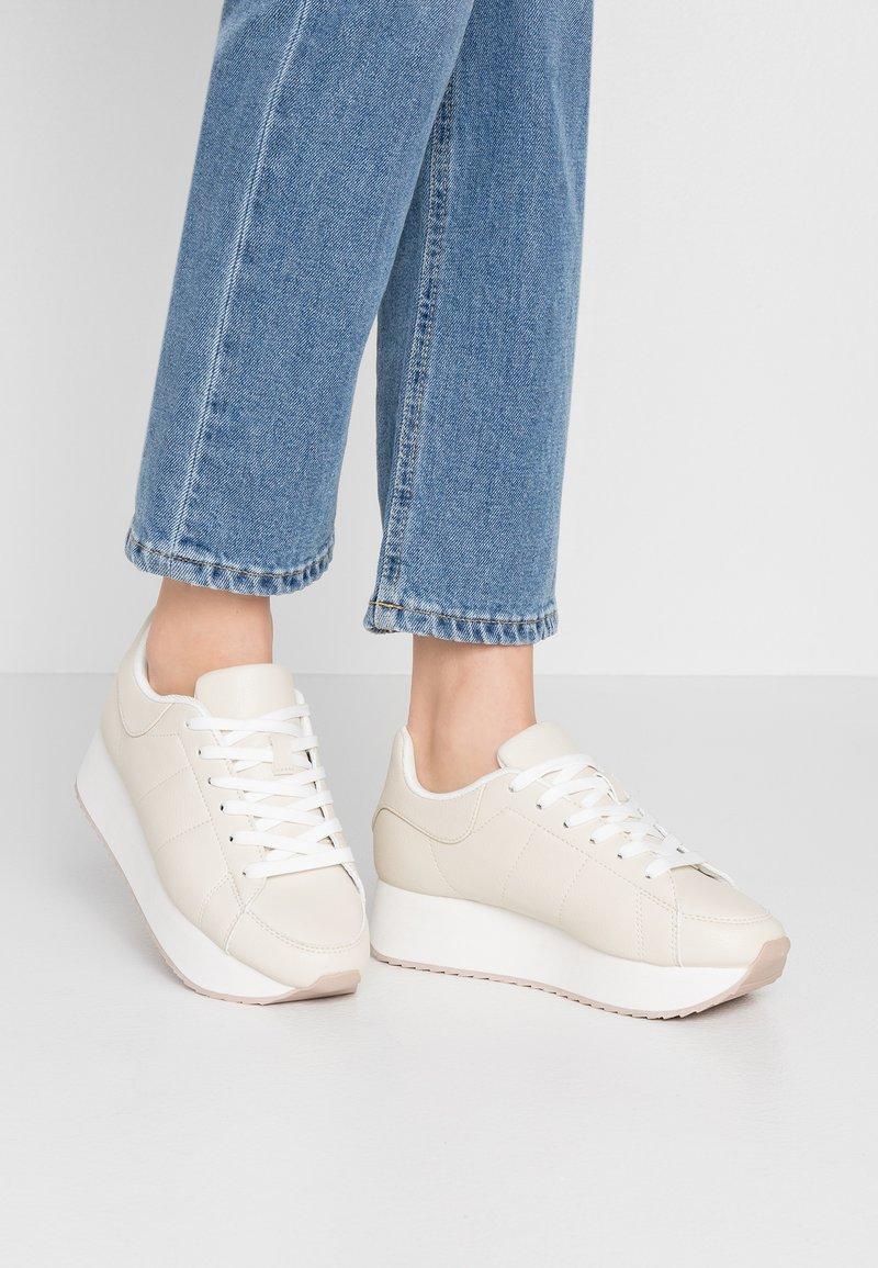 Rubi Shoes by Cotton On - SARA SLEEK PLATFORM - Zapatillas - offwhite