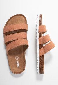 Rubi Shoes by Cotton On - REX TRIPLE STRAP SLIDE - Domácí obuv - fudge - 3