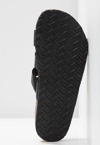 Rubi Shoes by Cotton On - REX TRIPLE STRAP SLIDE - Domácí obuv - black - 6