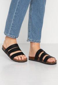 Rubi Shoes by Cotton On - REX TRIPLE STRAP SLIDE - Domácí obuv - black - 0