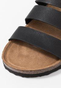 Rubi Shoes by Cotton On - REX TRIPLE STRAP SLIDE - Domácí obuv - black - 2