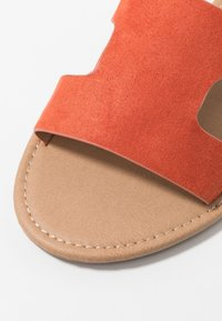 Rubi Shoes by Cotton On - EVERYDAY CYPRESS SLIDE - Mules - ginger spice - 2