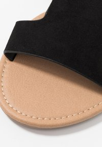 Rubi Shoes by Cotton On - EVERYDAY CYPRESS SLIDE - Pantofle - black - 2